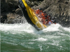 【熊本/人吉】在很短的時間內,Rumikawa河的洪流!令人興奮的課程★溫泉與照片