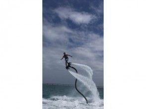 【沖縄県・宮古島】最新型★水圧で飛ぶフライボード体験!12才からOK!