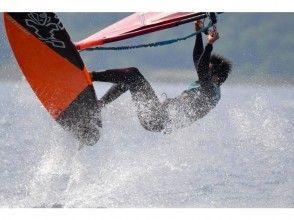 【千葉・検見川浜】ウインドサーフィンの技術を向上させよう!レベルアップスクール(オールレンタル★)