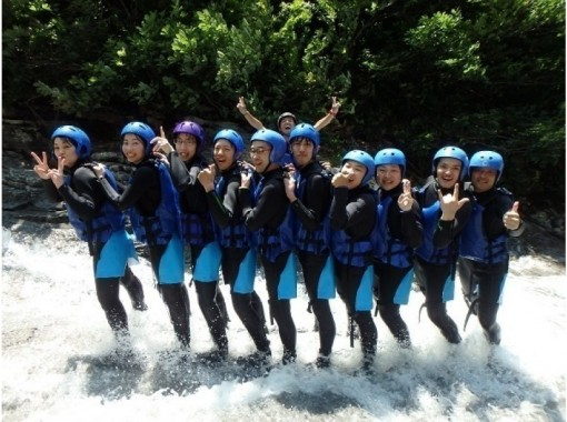 Applicable to summer vacation period 【Water and canyoning half-day Tour Hanger course] Enjoy nature with the natural waterslide!の紹介画像