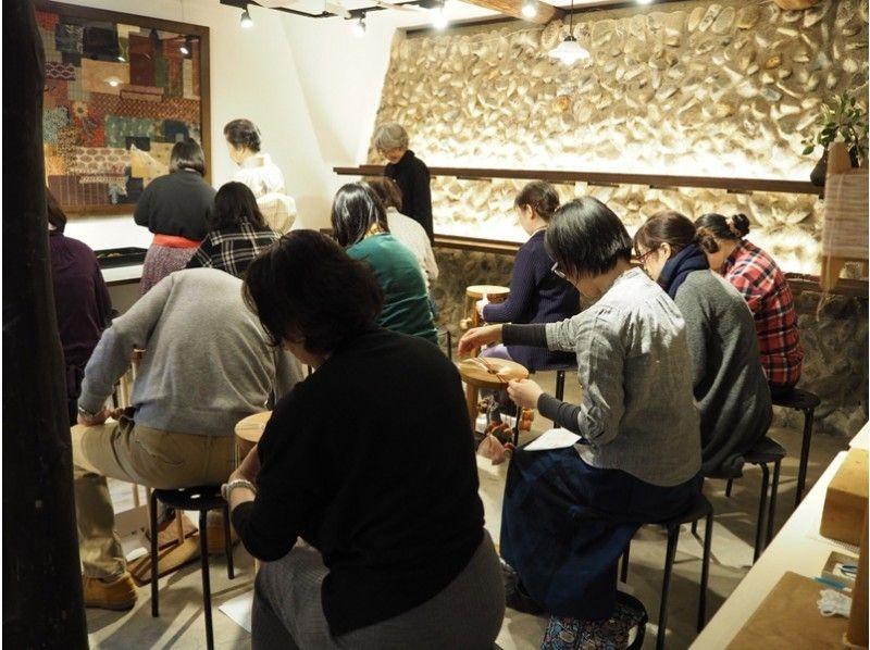 【東京・神楽坂・組紐】創業360年の伝統の技を体験 の紹介画像