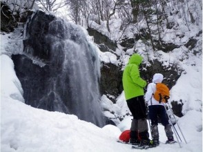 【福島・裏磐梯】迫力満点!厳冬の不動滝スノーシュー体験(ブルーアイスツアー)(午前/午後)の画像