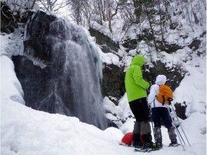 【福島・裏磐梯】迫力満点の大瀑布と美しき青氷!厳冬の不動滝ブルーアイスツアー(午前/午後)