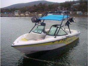 【山梨・山中湖】デカ波を体験しよう!ウェイクボード体験(スーパーエアーコース)