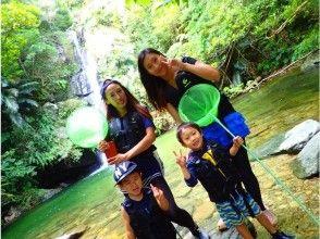 河徒步旅行和藍色洞穴浮潛享受沖繩海洋和山脈設定計劃☆