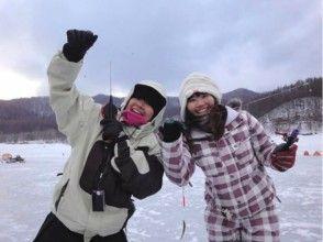 【北海道・富良野】金山湖・ワカサギ釣り体験 ~釣った魚はその場でから揚げ~の画像
