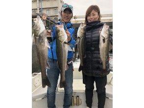 """[東京/羽田]便宜!豪華魚""""鈴木釣魚""""包船★最多可容納7人♪120分鐘可以介紹您釣到的魚♪"""