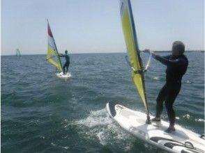 【湘南・江ノ島】スクール専門だからしっかり覚えられるウインドサーフィン体験コース♪駅近海近で快適!