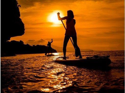 [西表岛/晚上] ⑬ 包裹在茜草色的夕阳中......可选的日落SU或独木舟之旅[照片数据免费]の紹介画像