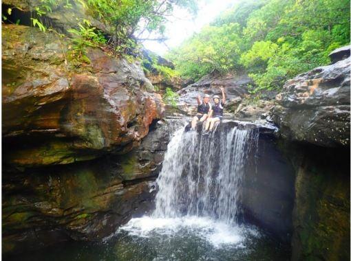 【沖縄・西表島】【半日】西表島の渓谷を豪快にジャンプ!スプラッシュキャニオニング【写真データ無料】