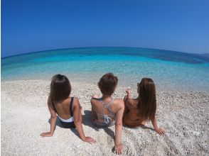 """【西表岛/半日】在珊瑚碎片构成的""""奇迹岛""""上和海龟一起游泳吧! Barasu岛乘船浮潜[照片数据免费]"""