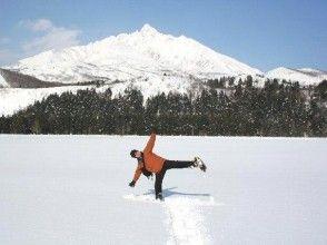 【北海道・利尻】ガイド同行!スノーシュー冬の島ガイドチャーター(1日コース)の画像