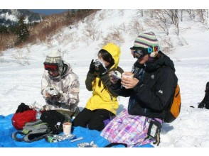 【北海道・利尻】初心者大歓迎!温泉付き!幻の三日月沼を訪ねるスノーシューハイキング&島周り
