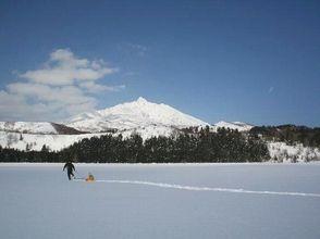 【北海道・利尻】初心者大歓迎!幻の三日月沼を訪ねるスノーシューハイキング&島周り