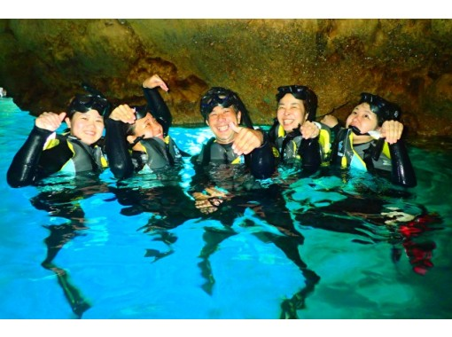 【 青の洞窟 ボートで行くシュノーケル 】 沖縄県恩納村!無料送迎あり!