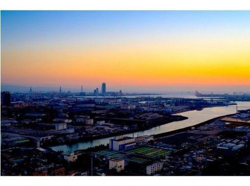 【大阪発】上空300mの絶景ツアー!観光名所をヘリコプター遊覧飛行体験【7分】