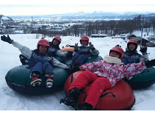 【北海道・富良野】タイヤチューブで滑り降りるチュービング♪