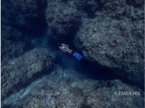 【沖縄・宮古島】ライフジャケットを外して自由に泳ごう!スキンダイビング半日ツアー