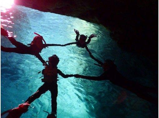 《当日予約OK‼︎》学割プラン!青の洞窟シュノーケル【12歳〜50歳まで参加可】団体割引!写真撮影無料!お得な合同ツアー!の紹介画像