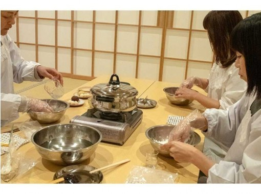 オーガニックスイーツ講師が教えます。  割烹着を着てお寺の茶室で和菓子作り