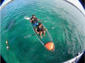 【沖縄 恩納村】ご家族旅行におすすめ!ボート行く『クリアカヤック』で優雅な海上さんぽを楽しもう♪