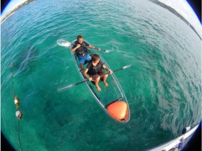 """""""HIS Super Summer Sale in progress"""" [Okinawa Onna Village] Recommended for family trips! Let's enjoy an elegant marine walk with """"Clear Kayak"""" going by boat ♪"""