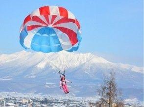 【北海道・富良野】冬のパラセーリング体験の画像
