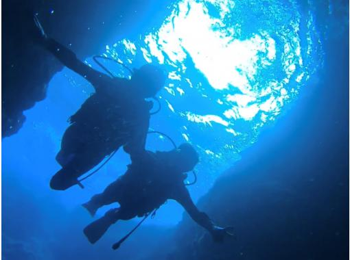1 group charter ☆ Okinawa Prefecture Blue Cave Experience Diving! Same-day reservation OK! GoPro Photo Image & Feeding Free! Free towels and sandals! HIS Super Summer Sale now in progressの紹介画像