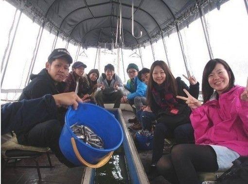 【山梨・山中湖】冬の風物詩!小型ドーム(2~10名)でワカサギ釣り!時間無制限貸切プラン静山荘ボート