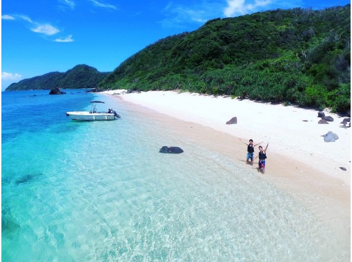 Popular No.1‼ ️Amami blue sea boat snorkel & unexplored beach landing tour that can only be reached by boatの紹介画像