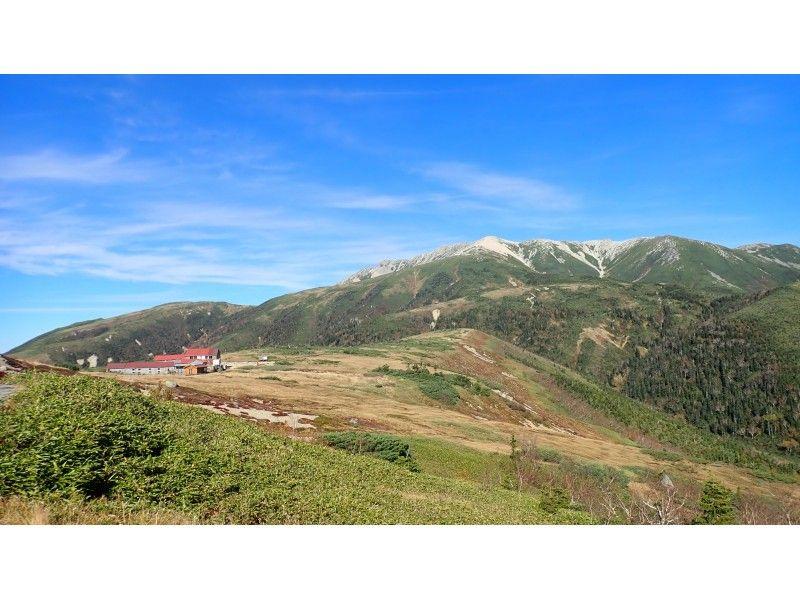 【富山県・富山】北アルプス薬師岳トレッキングツアー/山頂近くで山小屋泊プランの紹介画像