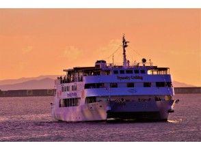 [冲绳-那霸]享受优雅的晚餐巡游,同时在日落或夜景中欣赏现场音乐!