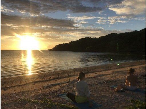 【沖縄・石垣島】1組貸切 サンセットビーチヨガ 静かな海辺でリラックス の紹介画像