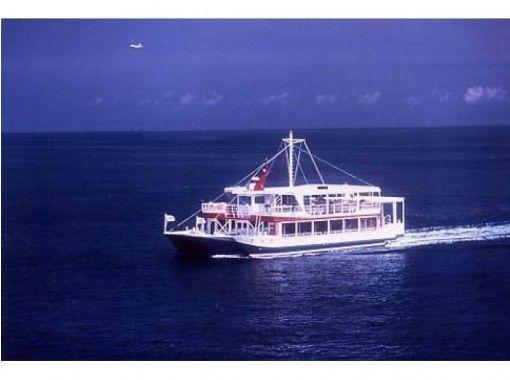 """【沖縄・那覇】""""泳がない水中散歩""""は1日5便。水中観光船の中からサンゴや熱帯魚を見よう!"""