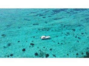 [冲绳蓝洞]蓝洞浮潜和透明皮划艇套装计划乘私人船去