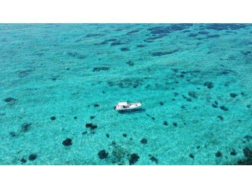 前往後藤旅行區的通用優惠券[沖縄藍洞]藍洞浮潛和透明皮艇套餐計劃の紹介画像