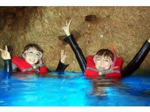 【沖縄 青の洞窟】専用ボートで行く青の洞窟シュノーケル&恩納村クリアシーカヤックセットプラン