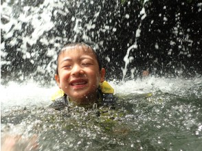 [1 set chartered & with photos and movie] Safe for small children together! Yanbaru river trekking