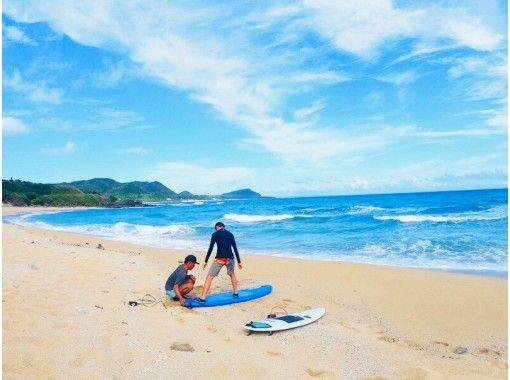 奄美大島で素敵 なヨガサーファーになろう‼ ビーチヨガ&体験サーフィン 初心者の方や男性も大歓迎です