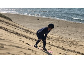 [Tottori ・ Tottori Dune] Thrilling! If you slip once, it's addictive! ? One after another addicted! Sandboard experience