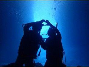 【沖縄県・恩納村】初心者歓迎!青の洞窟感動体験ダイビング★