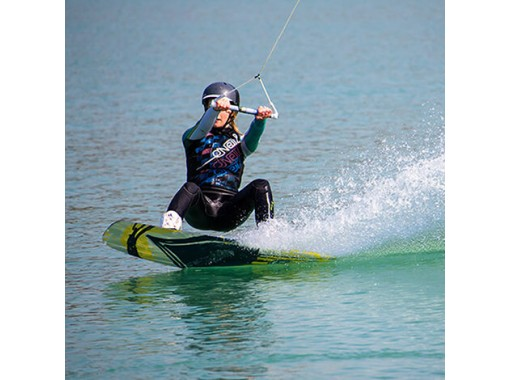 【沖縄・津堅島】ウェイクボード体験★津堅島の海で爽快ライド♪