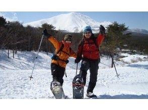 "[Gunma/ Kusatsu] Looking at the impressive emerald green Yugama ~ Shiraneyama Yugama tour ""Snowshoes Wrecking"" 7 years old ~"
