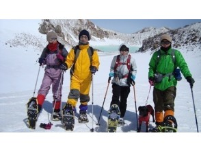 """[Nagano/ Asama] Climb with Snowshoes! Participation from the age of 7 at the peak of the superb view """"Asama Mountain Range / Cage Climbing Course""""!"""