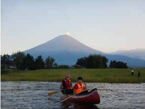 [Yamanashi Prefecture, Lake Kawaguchi] Twilight canoeing experience ・ 90 minutes course ・ Reliable even in corona ・ Play outside while avoiding 3 crowds! A canoe walk on the lake & a trip to make memories