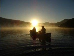 【期間限定!十和田湖早朝カヌーツアー】朝日が昇る瞬間を湖上から眺める至福のツアー【紅茶とケーキ付】