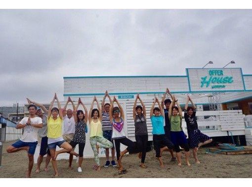 【神奈川県・逗子海岸】砂浜で味わうビーチヨガ体験!逗子のビーチで海を感じながらヨガでリフレッシュ!