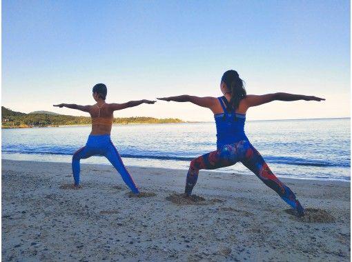 【沖縄・恩納村・ヨガ】朝6:30から歩き瞑想&青い海でビーチヨガ ★県産ハーブティー特典付き