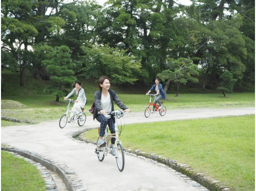 [Shimane /Matsue] A local guide will guide you through the castle town! Matsue Cycling Guided Tour of the Water City by Electric Bikeの紹介画像