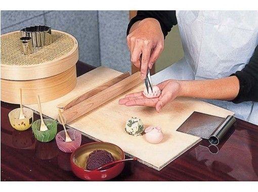 【京都府・京都市】可愛くて上品な味わい、京の上生菓子ねりきり細工作り体験!出来上がりは小箱に入れてお土産に!の紹介画像